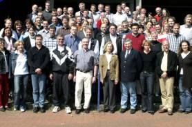 Lehrerkollegium mit Schulleiterin Dr. Claudia Langer im Jahre 2004