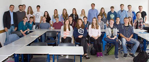 Schulbesuch am FvSG: Mathe-LKs treffen auf Uni-Dozenten