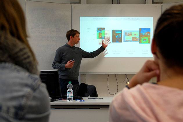 Der Vortrag Robert Heuers von der Firma Cybob aus Osnabrück zum Thema 'Mediengestaltung' erfreute sich besonderer Beliebtheit bei den Schülern des FvSG. Foto: Christine Zeides