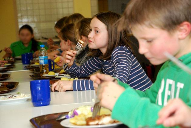 Schüler während der Mittagszeit in unserer Mensa
