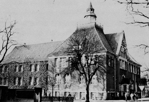 Zweites Schulgebäude des späteren Freiherr-vom-Stein-Gymnasiums: Altbau des heutigen Gymnasiums am Markt, genutzt von 1908 bis 1960.