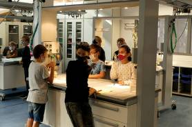 NaWi-Unterricht im gläsernen Labor