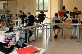 Digitales Lernen auf einer Freifläche